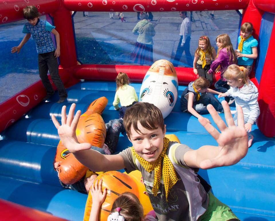 Детские площадки временно под запретом.