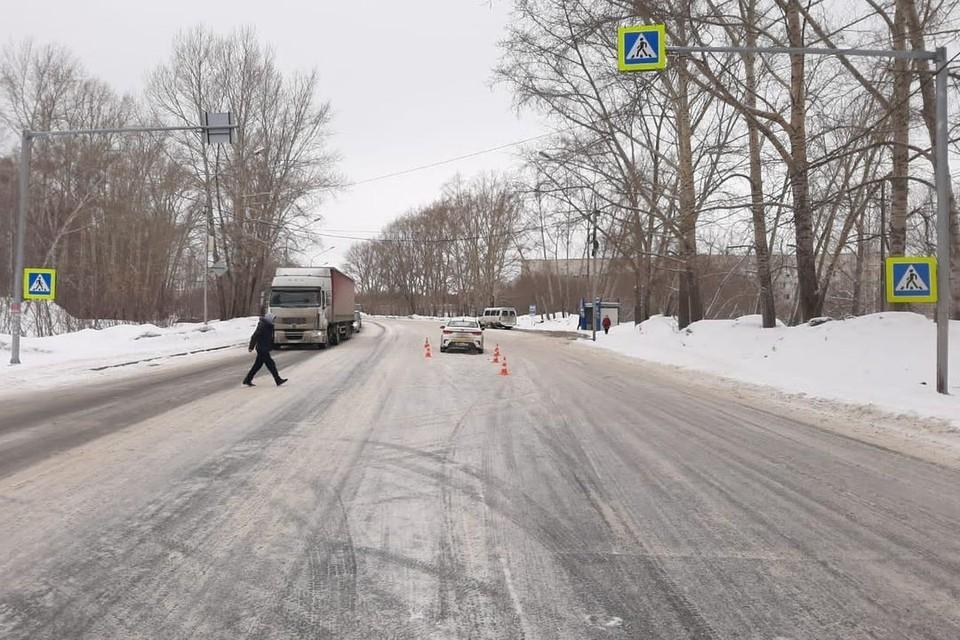 Таксист сбил мужчину на пешеходном переходе. Фото: ГИБДД по Новосибирской области