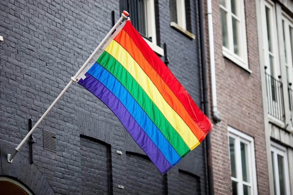 Кто-то вывесил в Москве на всеобщее обозрение символику сексуальных меньшинств.