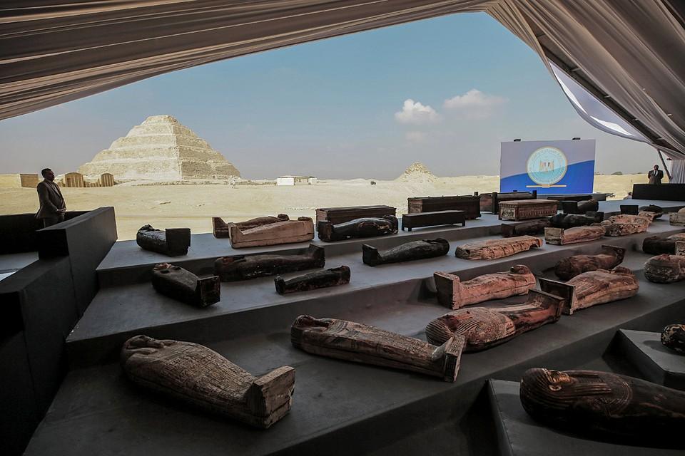 Las reliquias sagradas de civilizaciones pasadas serán transportadas en vehículos especiales decorados en forma de carros negros y dorados.