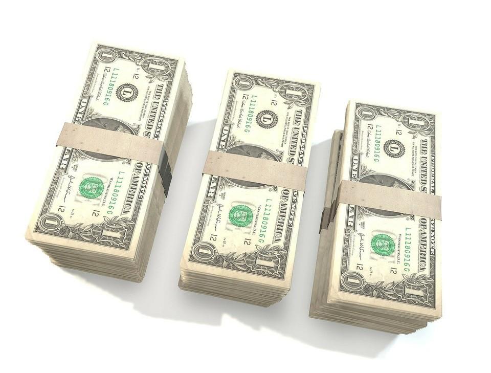 Курс доллара немного отступил