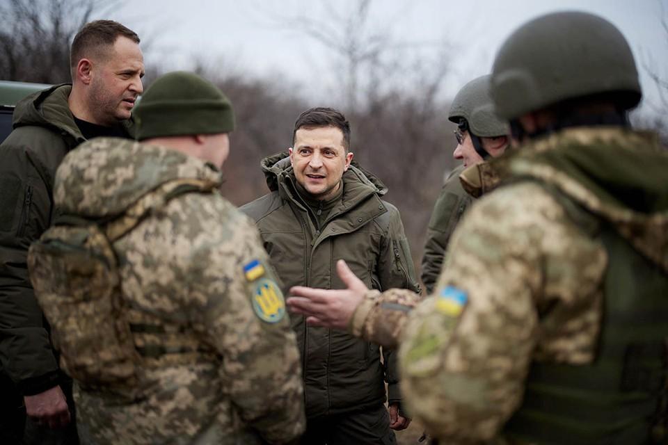 Киев сконцентрировал в непосредственной близости от линии разграничения на Донбассе мощную военную группировку