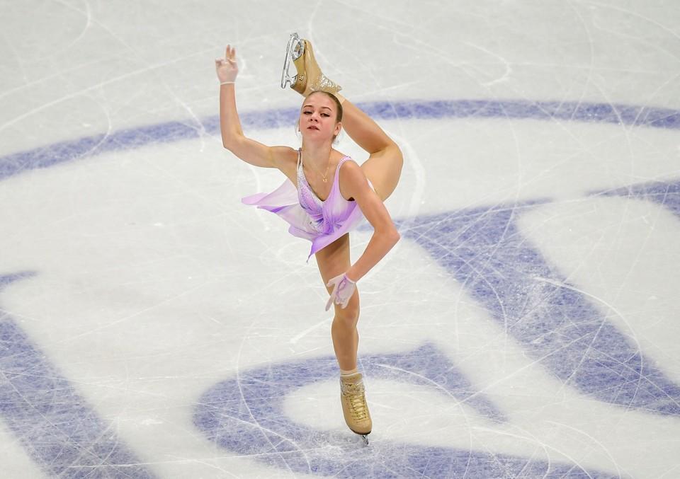 Александра Трусова во время проката короткой программы на Чемпионате мира в Швеции.