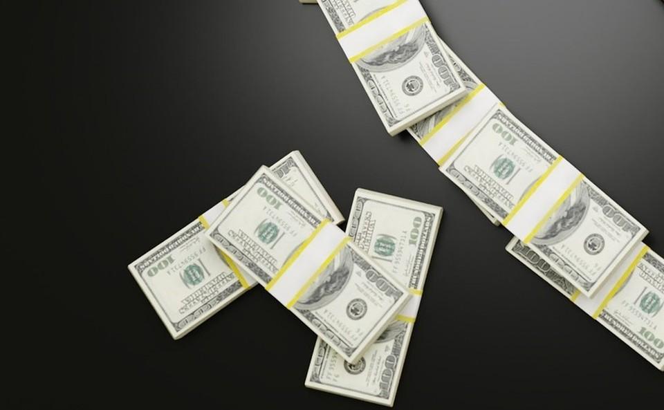 Американская валюта теперь стоит почти 430 тенге