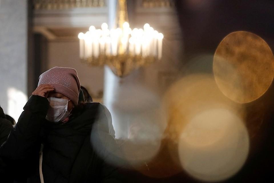 В РПЦ призвали целовать иконы только после дезинфекции