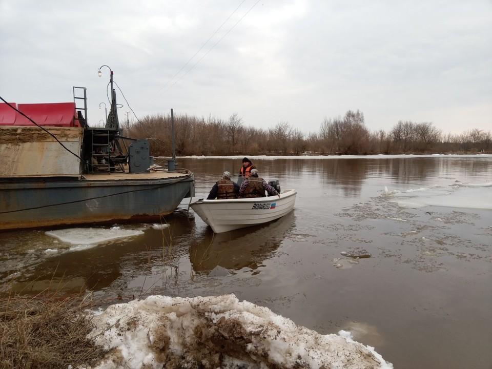 В Вязниках разведен понтонный мост. Фото ГУ МЧС по Владимирской области.
