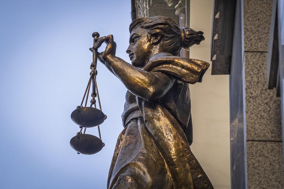 Судья Басманного суда Артур Карпов вышел в отставку.