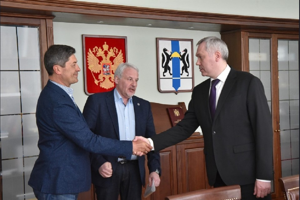 С новым тренером встретился губернатор НСО Андрей Травников. Фото: пресс-служба областного правительства.