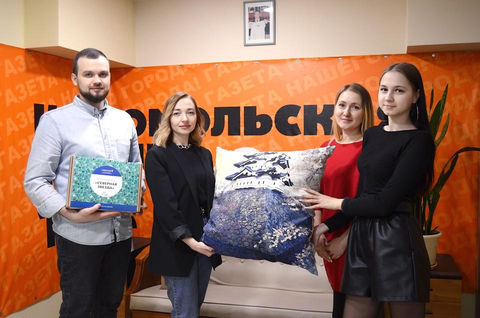 На фото слева направо: Максим Мельников, редактор сайта tomsk.kp.ru Анна Гассельбах, Ольга и Елизавета Редькины.