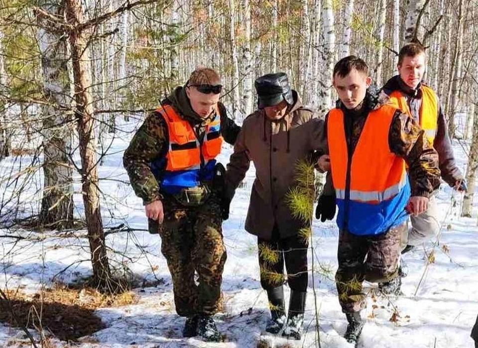 Пенсионер почти сутки блуждал в лесу, пока его не нашли волонтеры. Фото: @marishkamokeeva