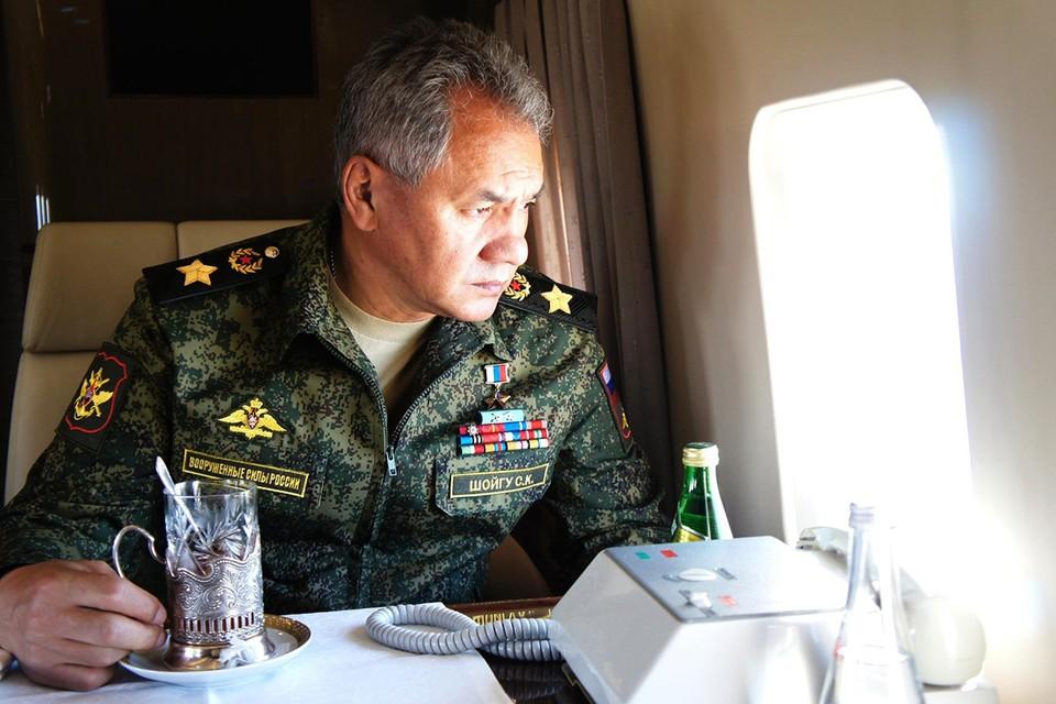 Сергею Шойгу и сегодня приходится большую часть жизни проводить в командировках по стране, как когда-то, во время работы в МЧС. Фото: Getty Images