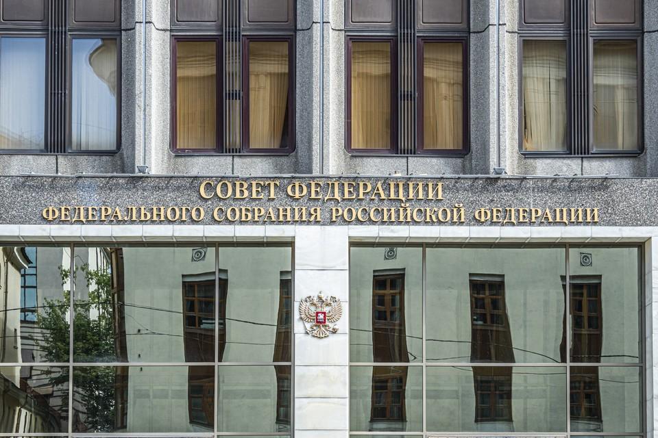В Совфеде назвали чушью обвинения Праги в причастности разведчиков РФ к взрыву в 2014 году.