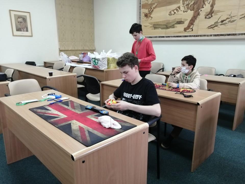 В Хабаровске прошел первый официальный краевой чемпионат по сборке кубика Рубика
