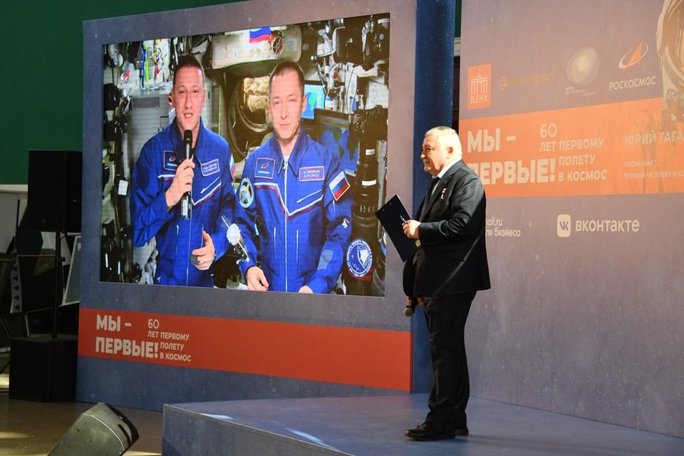Пресс-конференция российских космонавтов после возвращения с МКС 19 апреля 2021: прямая онлайн-трансляция