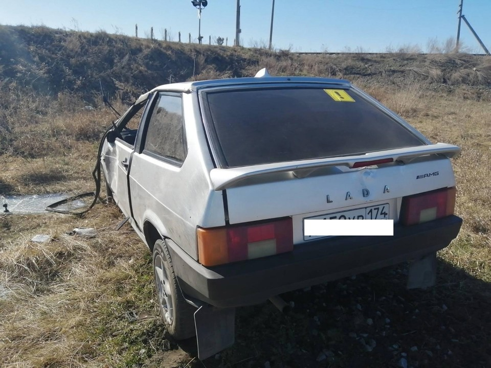 машина тоже сильно пострадала. Фото: ГИБДД Челябинска