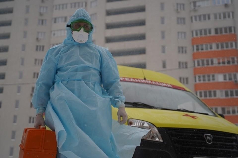 В больницах и стационарах с COVID-19 и пневмониями получают лечение 975 человек