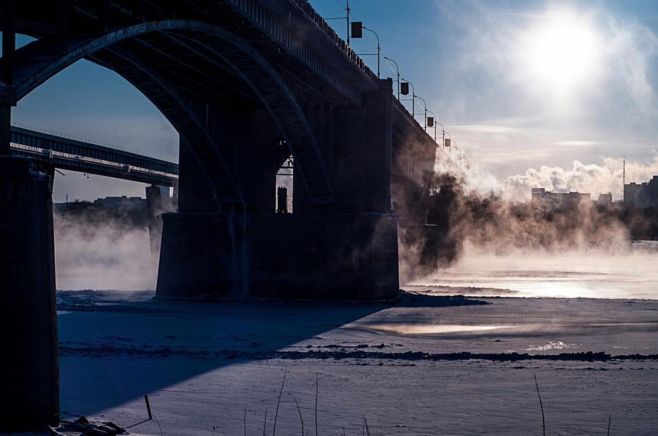 В Новосибирске запретят движение троллейбусов по Октябрьскому мосту.