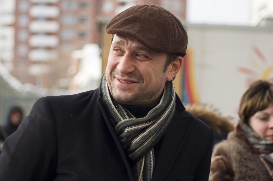 Виктор Логинов родился и вырос в Кемерове.