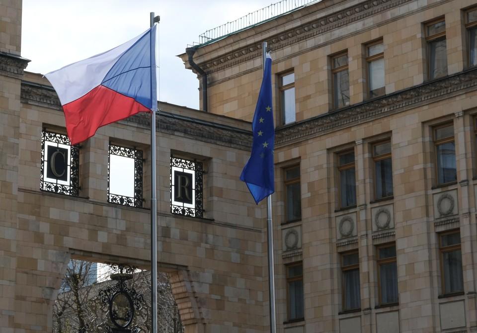 """Чехия поблагодарила Словакию за высылку российских дипломатов в """"знак солидарности"""""""