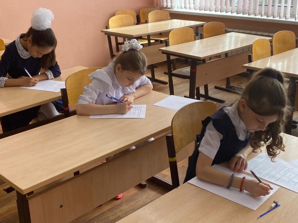 Школьники края посоревновались в каллиграфическом письме