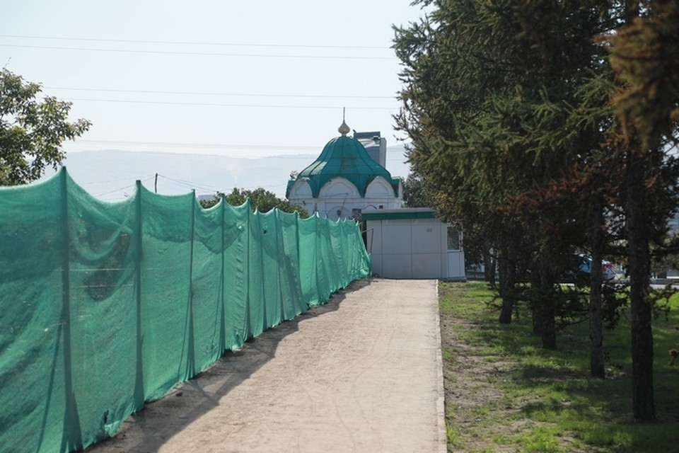 Разрушенную строителями ограду Троицкого кладбища в Красноярске начнут восстанавливать
