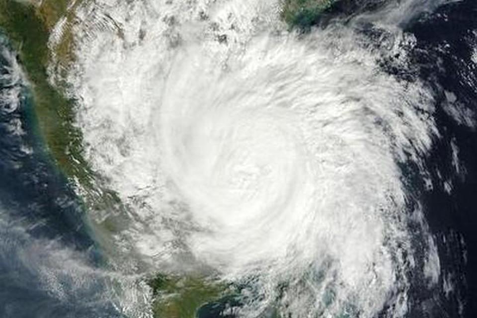 """Тайфун SURIGAE обрушился на Филиппины, достигнув максимальной категории. Фото: """"Примпогода""""."""