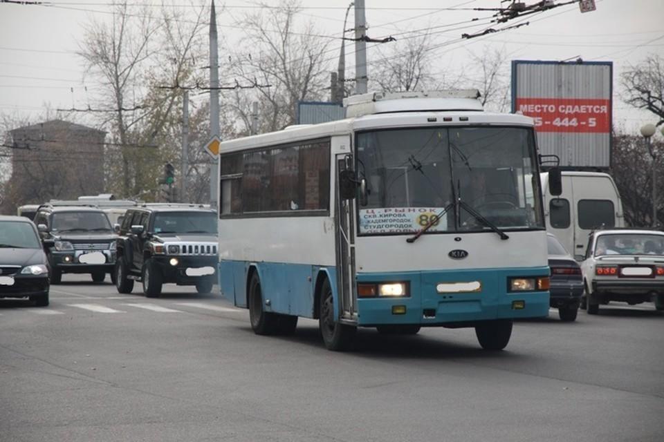Пробки образовались перед Иркутным и Иннокентьевским мостами в Иркутске 26 апреля утром