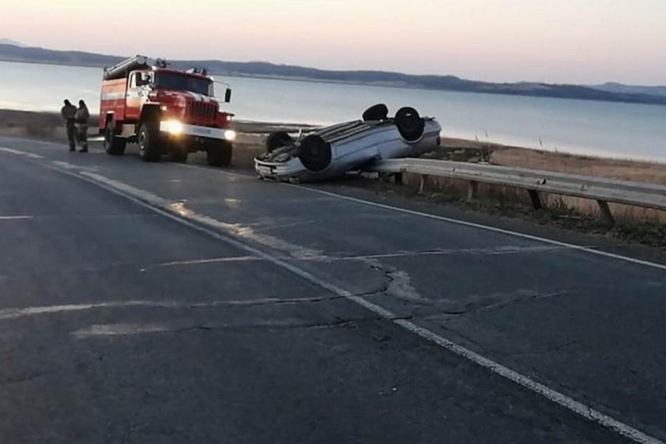 В результате аварии скончался 26-летний пассажир авто.