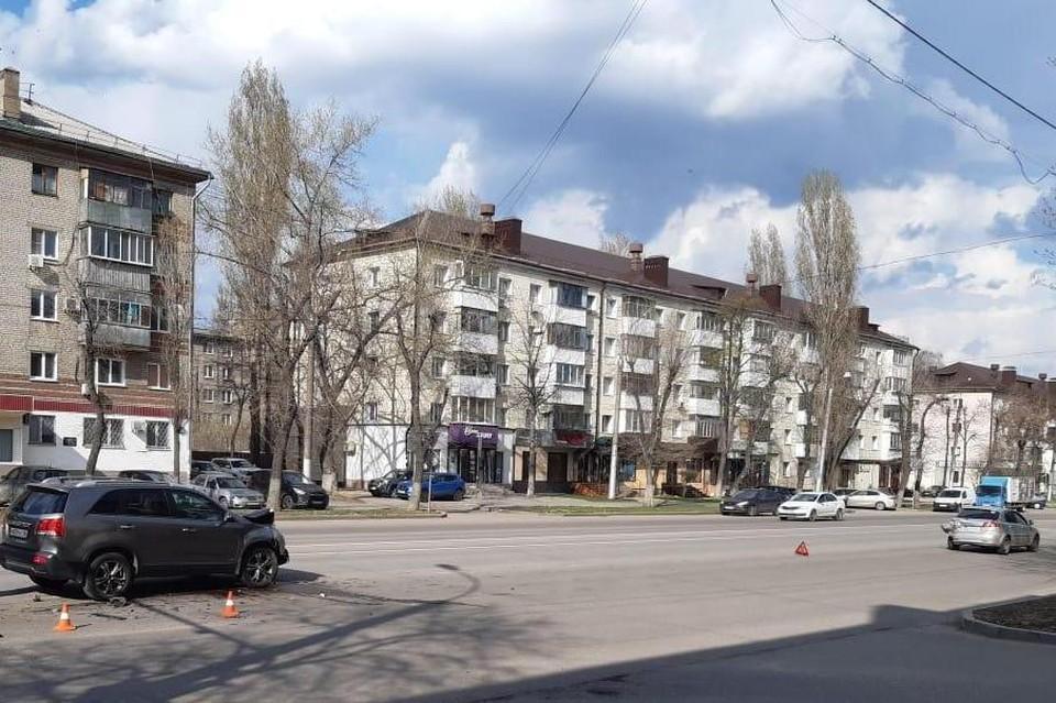 В Липецке столкнулись иномарки: пострадал 2-летний ребенок