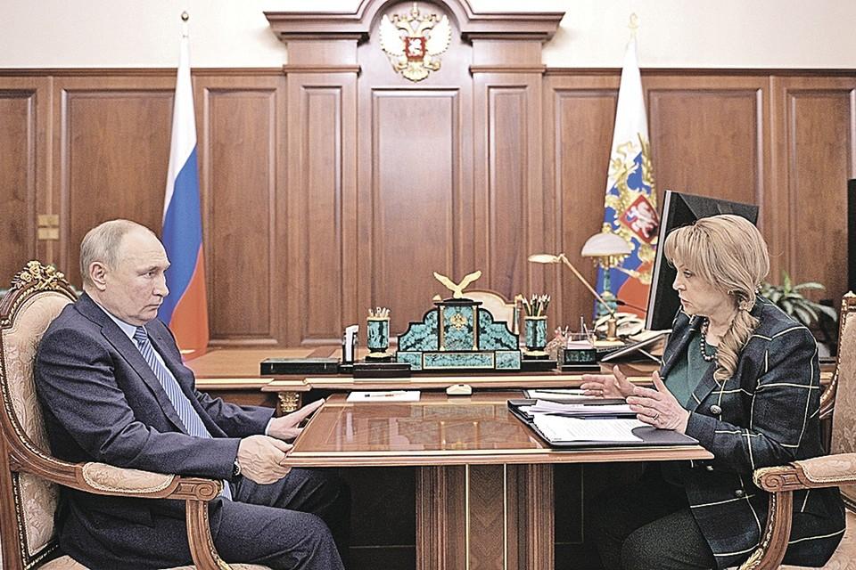 Элла Памфилова доложила Владимиру Путину, что готовы сразу несколько сценариев проведения выборов в Госдуму-2021. Какой из них будет принят, зависит от пандемии.
