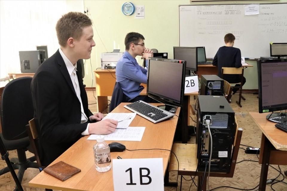 Школьники Хабаровского края потренировались сдать информатику на компьютерах