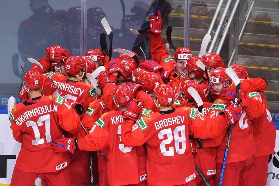 Россия начала с победы юниорский ЧМ по хоккею 2021.