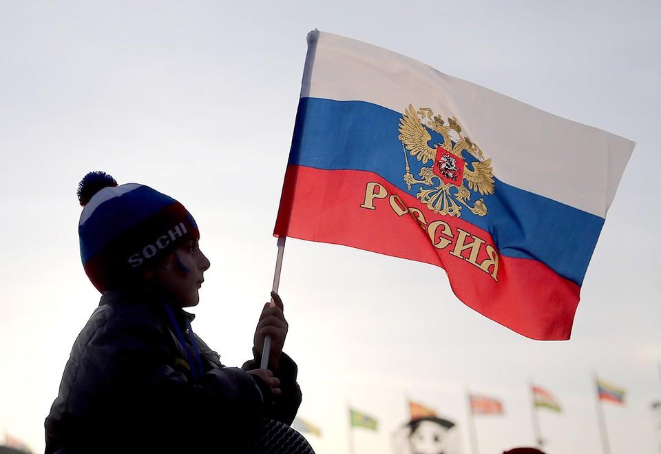 Россия - политический «иноходец» в западноцентричном мире, все время норовит бежать по-своему и отбивается от табуна. Поэтому ее осуждают за то, что другим, знающим свое место в стаде, прощают