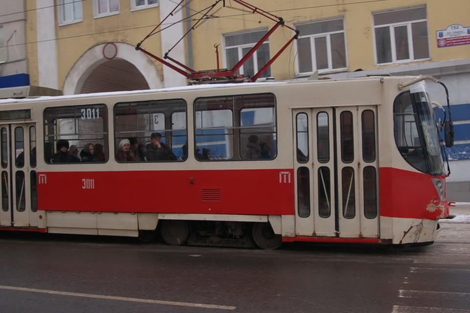Столкновение трамвая с автомобилем произошло на проспекте Театральный в центре Донецка