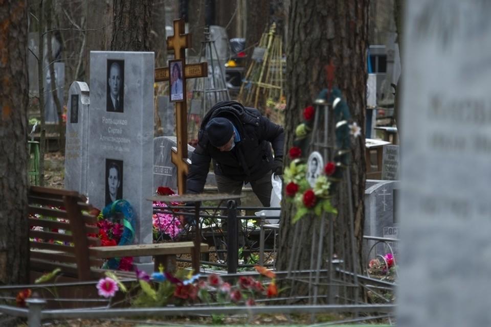 Девушка надеется с помощью неравнодушных людей найти могилку родного человека.