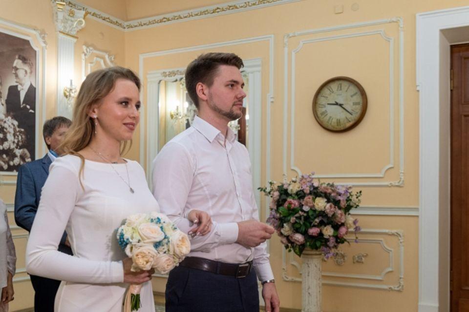 Без ограничения по числу гостей торжественные церемонии бракосочетания проводятся в девяти загсах региона.