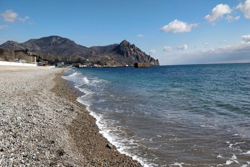 Купаться в Черном море пока рано, температура воды в некоторых районах Крыма не превышает +10 градусов