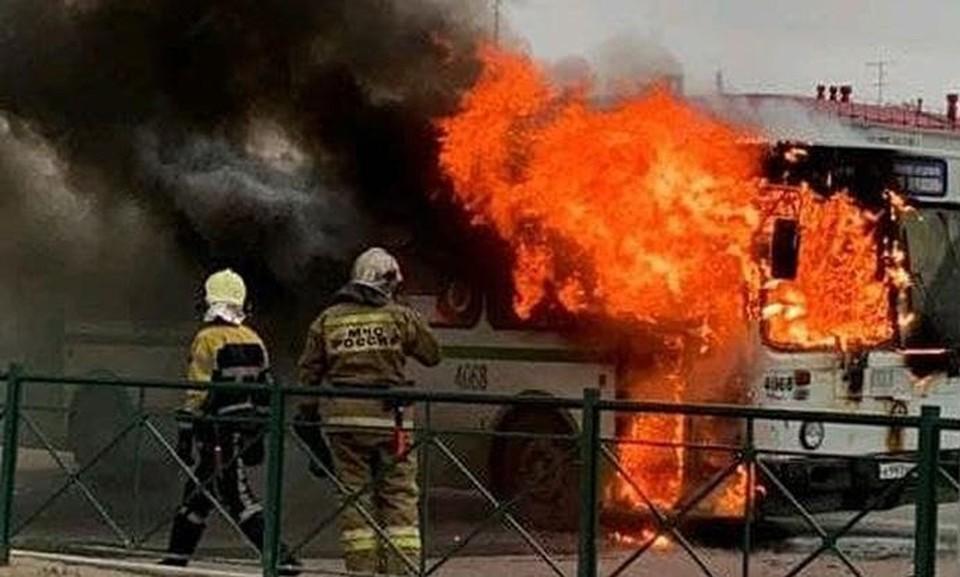 Пожар охватил территорию общей площадью 15 квадратных метров