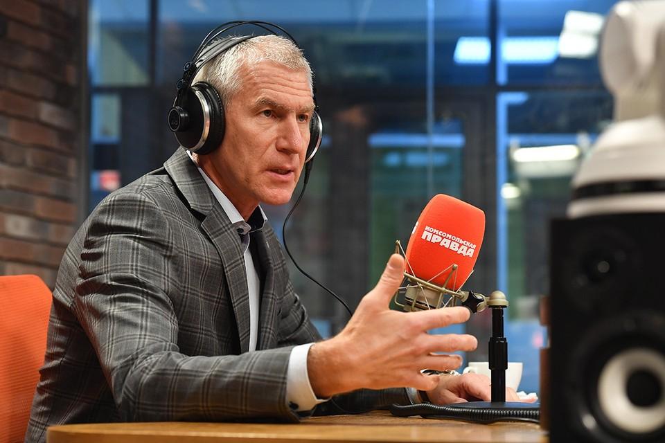 Министр спорта РФ Олег Матыцин на радиостанции `Комсомольская правда`.