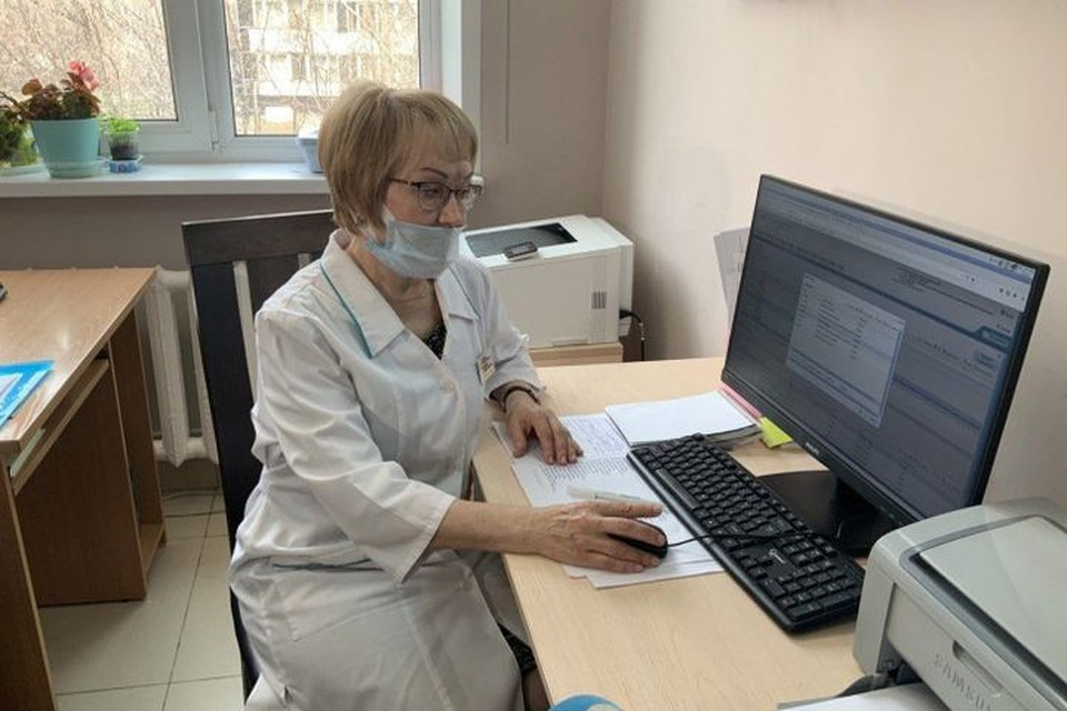 Компьютеры помогают врачам в работе. Фото: правительство Новосибирской области.