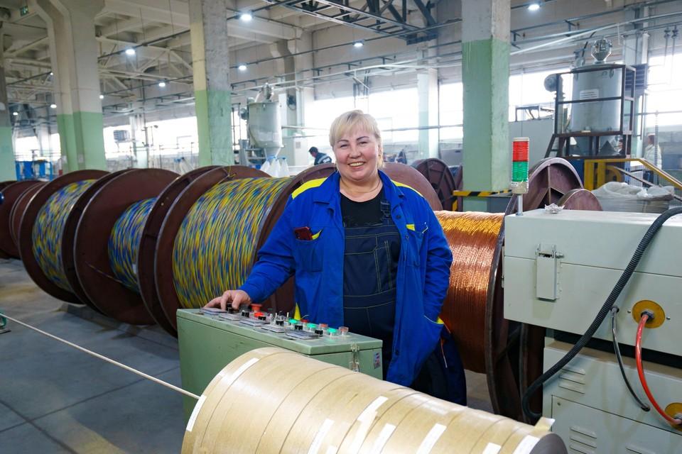 Работница на производстве. Автор — фотограф TDM Electric
