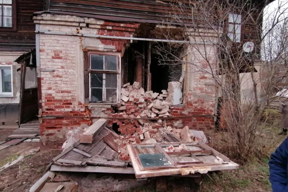 В двухэтажном многоквартирном доме 1917 года постройки сейчас проживают 11 человек. Фото: onf.ru