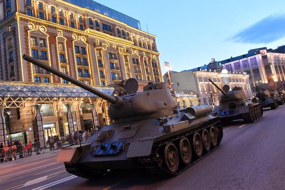 Прошла первая ночная тренировка к военному параду Победы