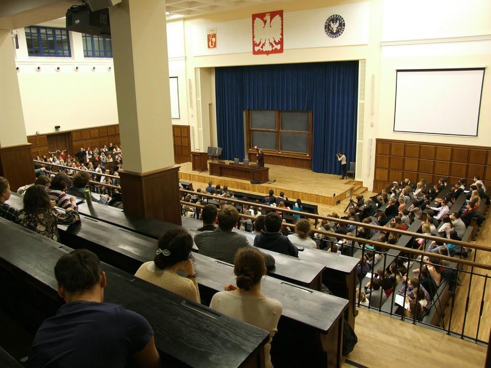 Кураторы групп в колледжах будут получать доплаты 5 тысяч рублей с 1 сентября 2021 года.