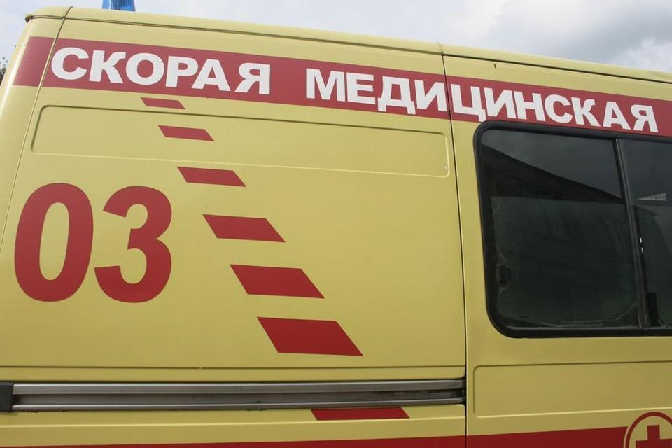 """В Туле автомобиль скорой помощи столкнулся с """"Нивой"""" и перевернулся"""