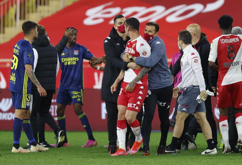 Видео массовой драки футболистов «Монако» и «Лиона» появилось в сети