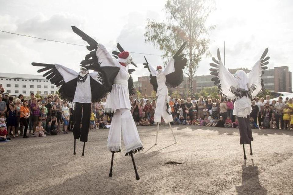 Необычное представление на ходулях горожане увидят 9 мая