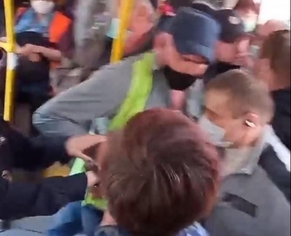 Потасовку засняли на видео