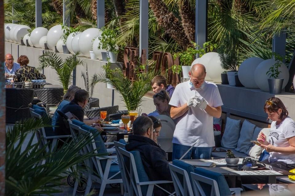 В числе главных мест притяжение туристов – кафе и рестораны на Приморской набережной.