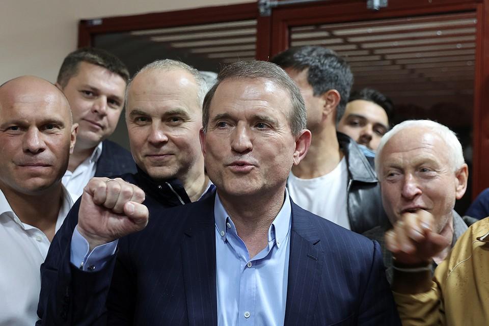 Виктор Медведчук, глава политсовета партии «Оппозиционная платформа - За жизнь» в зале суда.